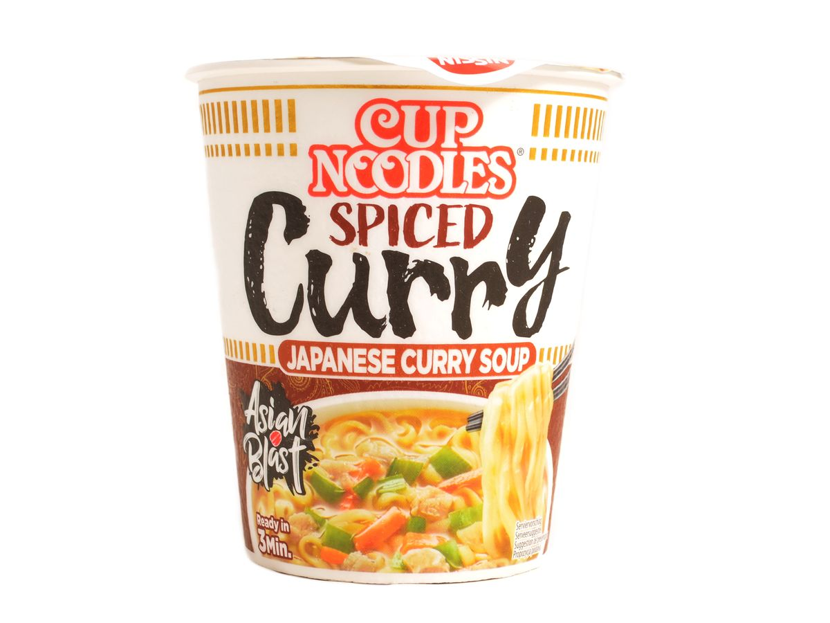 Nissin Cup Noodles Spiced curry polévka, 67 g